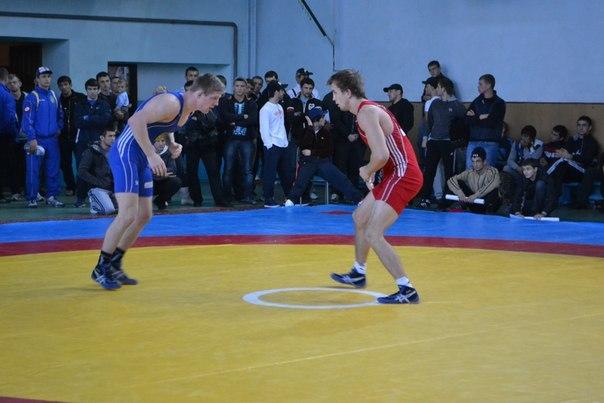Змагання з вільної боротьби в Росії переросло в масову бійку (відео)