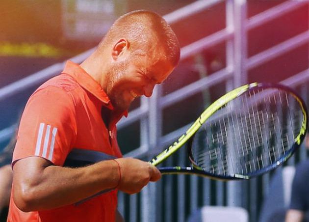 """Дикість: Російський тенісист відлупцював себе ракеткою по голові на """"Ролан Гаррос"""" (ВІДЕО)"""