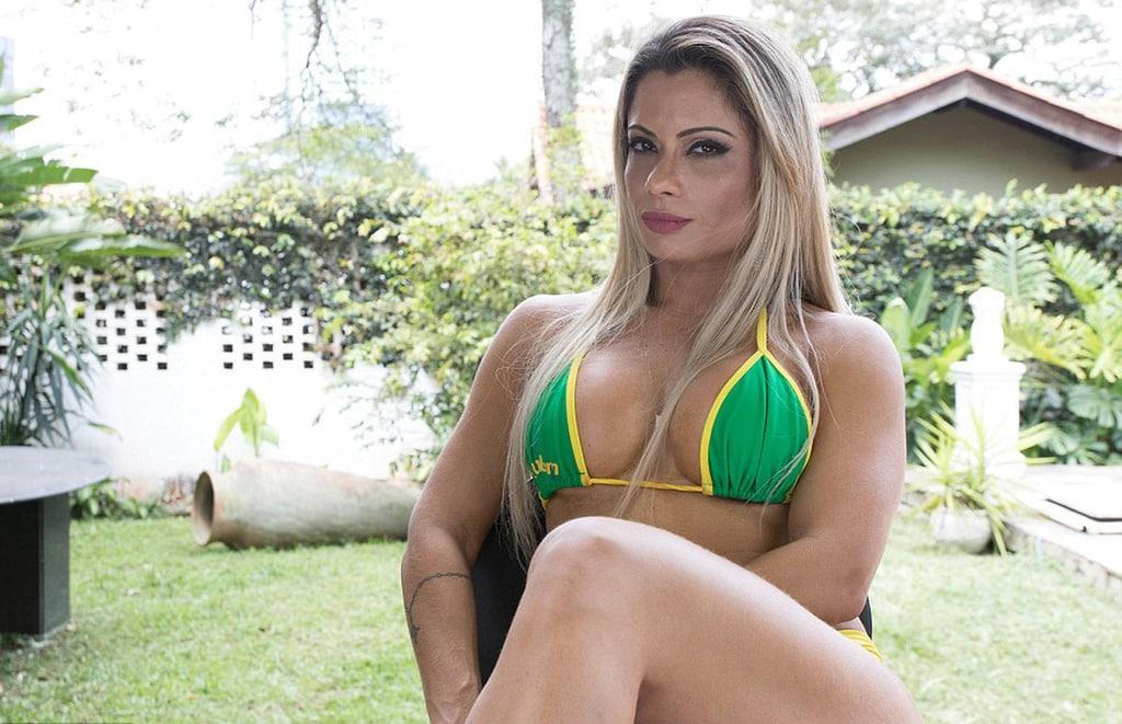 brazilskie-zrelie-dami-foto-v-muzhskoy-dushevoy-hochesh-otsosu