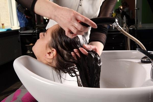 Вона всього лише помила голову в салоні краси … Те, що сталося через 2 тижні, – обурливо! (ФОТО)