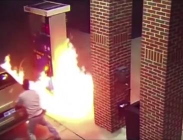 Цей хлопець хотів вбити павука, а в результаті спалив всю заправку (відео)