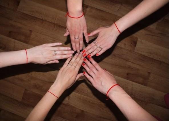 5 фактів про червону нитку на руці 72088c5ffe79b