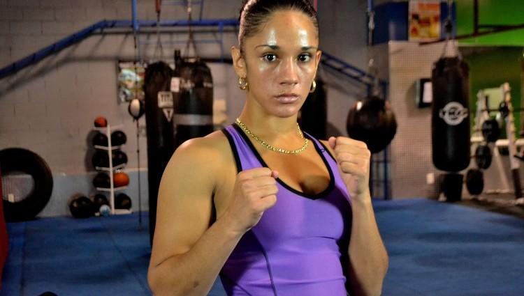 Нокаут на 44-ій секунді чемпіонського бою в жіночому боксі (відео)
