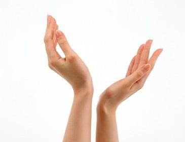 Холодні руки можуть бути симптомами серйозних захворювань