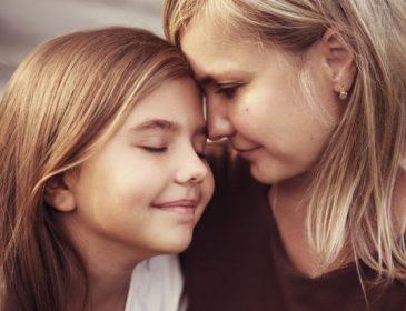 """""""Ти гідна кохання!"""": 11 речей, які мусить розповісти кожна мама своїй донечці"""