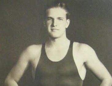 Помер олімпійський чемпіон з плавання