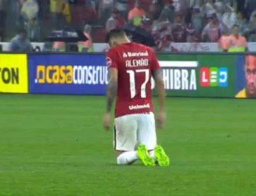 Бразильський футболіст проповз на колінах через все поле, щоб подякувати Богові