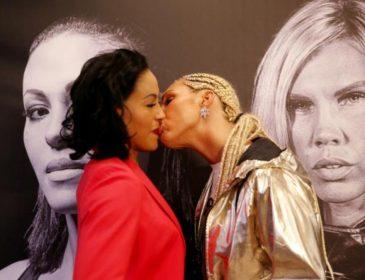 Дівчина-боксер поцілувала в губи суперницю під час битви поглядів