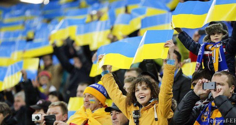 """В Україні створять """"чорні списки"""" футбольних фанатів"""