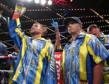 Ломаченко передав свої боксерські рукавички і шорти в Зал слави