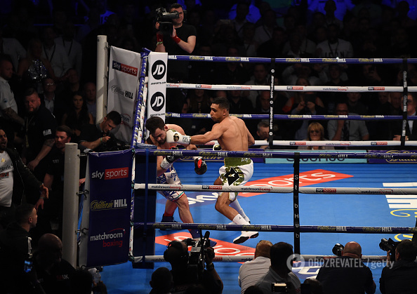 Знаменитий британський боксер нокаутував суперника за 39 секунд
