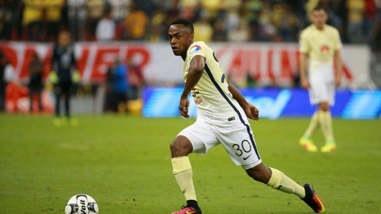 Нестримний еквадорець повторив легендарний гол Марадони