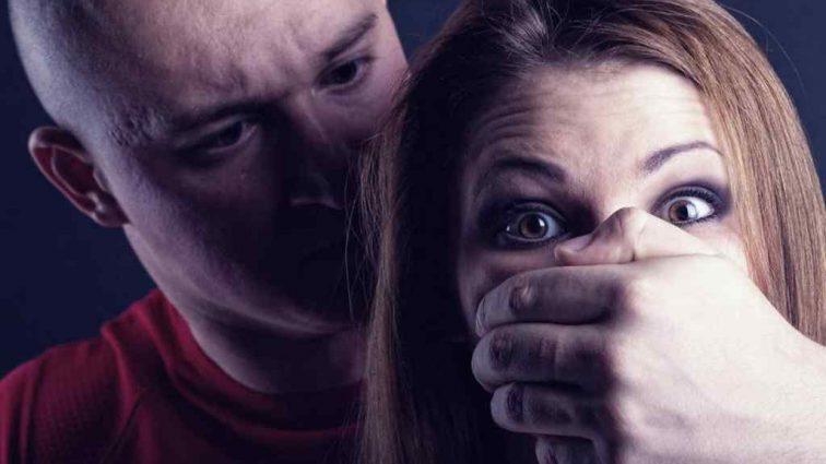 Футбольний тренер просто посеред вулиці згвалтував молоду дівчину