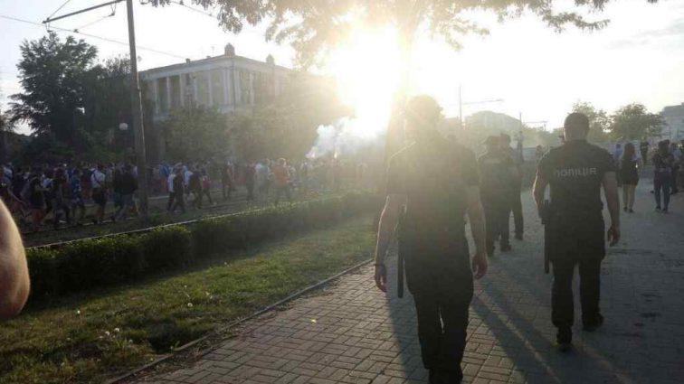 Шахтар – Динамо: фанати підпалили поліцейського