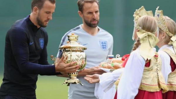 Самовар і коровай: футболісти збірної Англії відмовилися від частувань Росії
