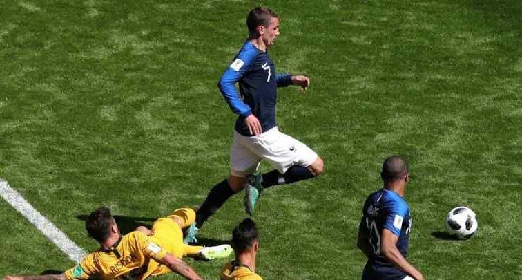 Завдяки перегляду відеоповтору арбітром, Франція забила гол Австралії