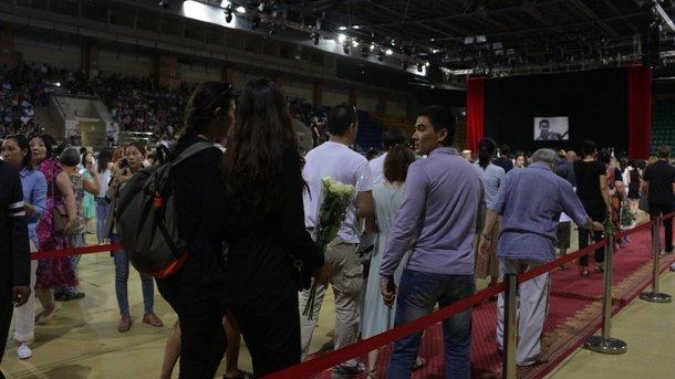 Прощання з фігуристом: в Алма-Аті проводять в останню путь вбитого спортсмена