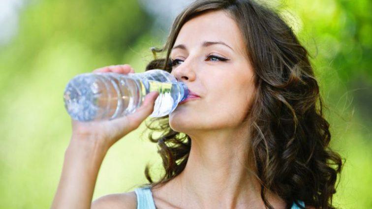 Ось чому не варто пити занадто багато води