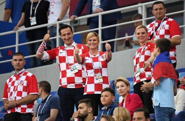 Після перемоги збірної Хорватії проти Росії, президент з гравцями танцювала в роздягальні (відео)