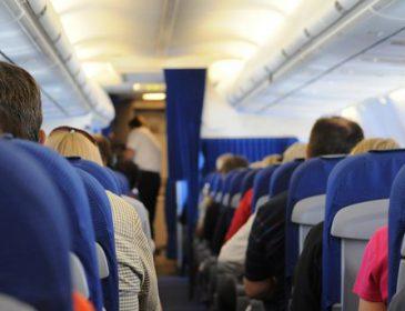 """""""Порушили справу"""": Російський хокеїст влаштував дебош на борту літака"""