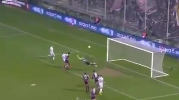 """""""Найбезглуздіший гол в історії"""": Воротар відправив м'яч у власні ворота"""